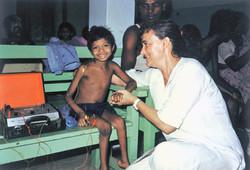 Niño con poliomelitis