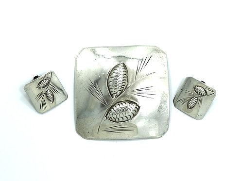 Vintage STUART NYE Sterling Silver etched PINECONE Brooch & Clip-On Earrings Set
