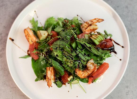 Салат с креветками, грейпом и авокадо