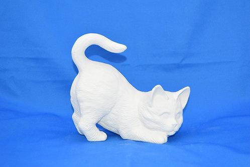CROUCHING CAT , S1124 , 15 X 16 cms