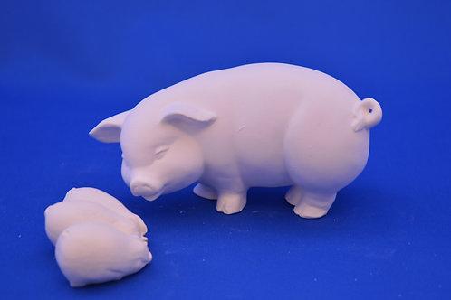 STANDING PIG , 15 cms , G2181