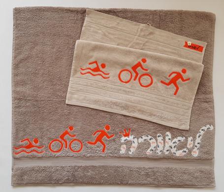 מגבת למדריכת טריאתלון