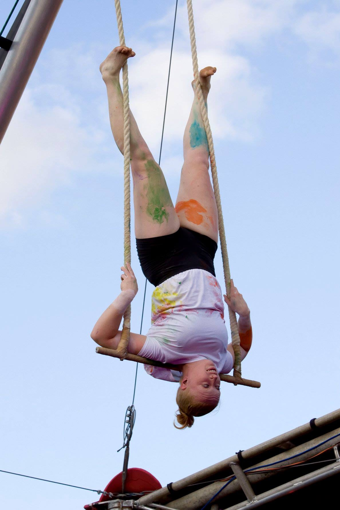 Hand in Hand - Trapeze