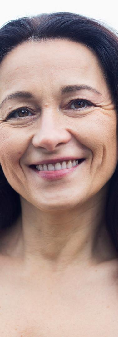 中年女性を笑顔