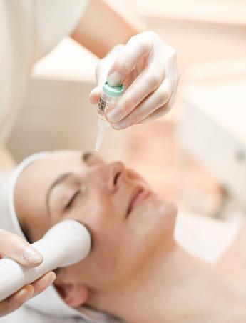 """""""NOON Aesthetics"""" kosmetika – gydomoji galia iš Izraelio"""