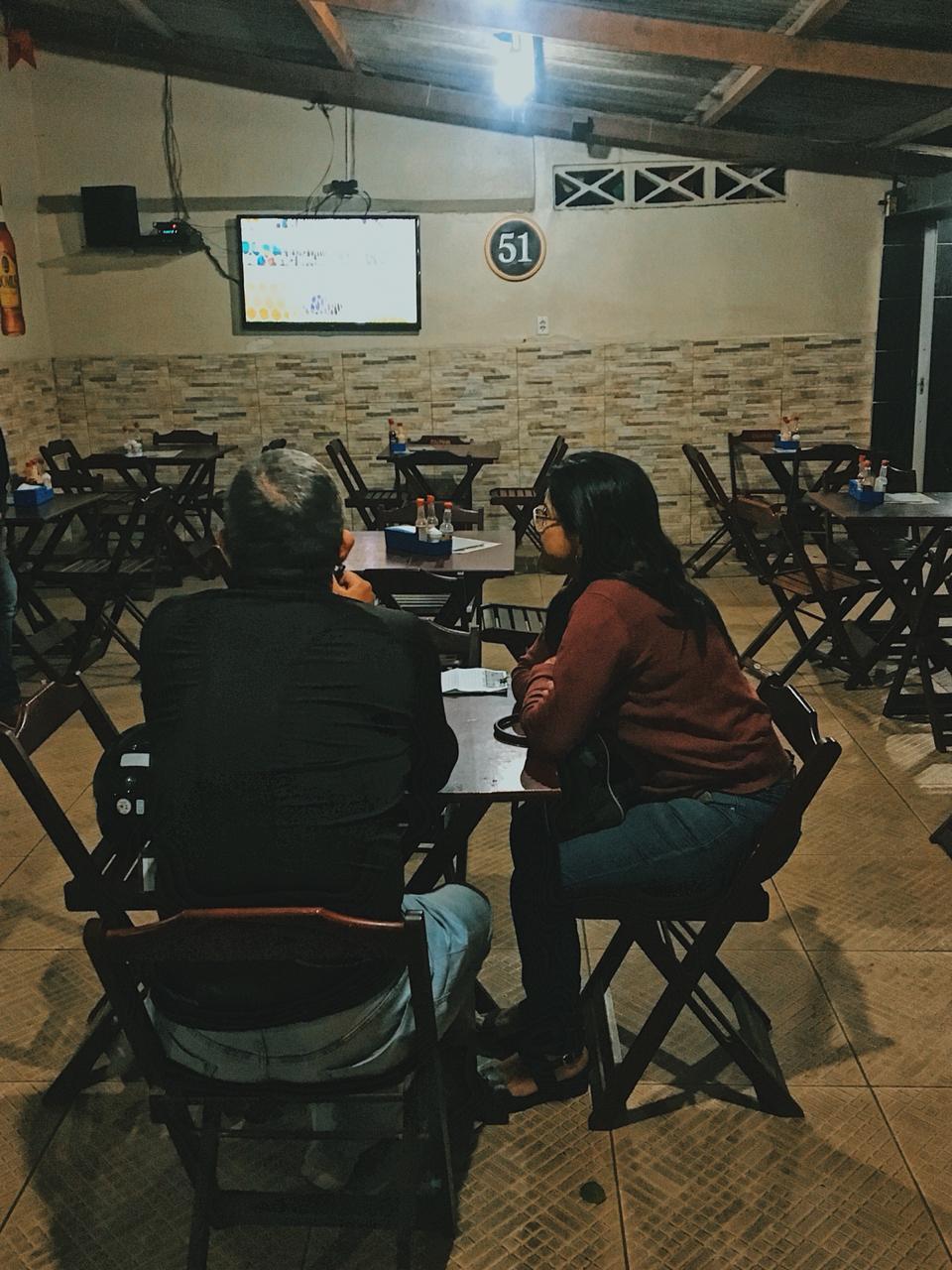 Dentro do bar, televisão para acompanhar o futebol. Foto: Maryana Teles/Coletivo f8