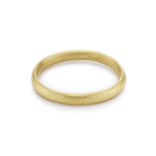 Oval section wedding band - 2.5mm 14ct