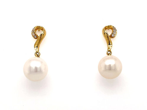 Freshwater Round Pearl and Diamond 18ct Yellow Gold drop earrings