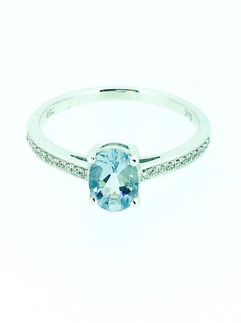 Aquamarine oval white gold ring with Diamond shoulders