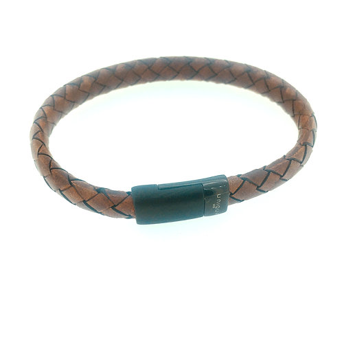 Cognac matt leather bracelet with black magnetic clasp