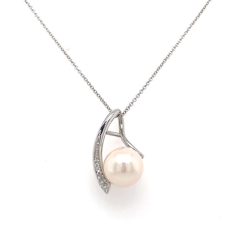 Freshwater Pearl and Diamond White Gold pendant