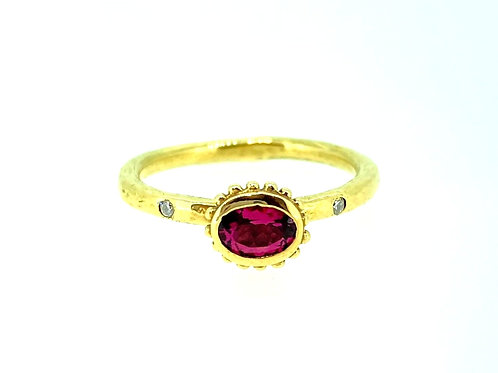 Spinel and Diamond yellow gold ring