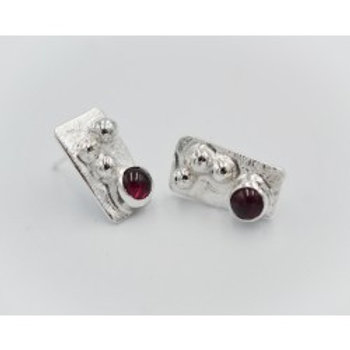 CLOUDED POOL SILVER SMALL RECTANGULAR STUDS WITH GARNET