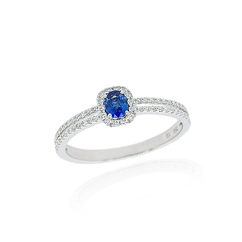 Sapphire oval and Diamond cluster ring