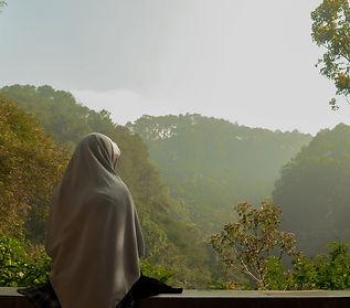 Muslimah sit alone enjoy the nature_edit