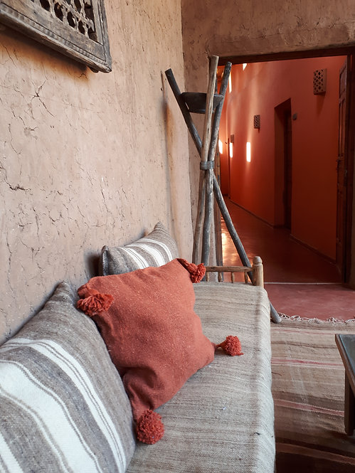 COUSSIN TERRACOTTA FONCE A POMPONS