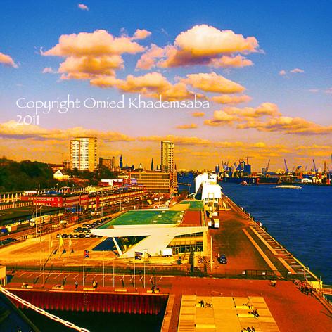 Der Hafen und die goldenen Wolken