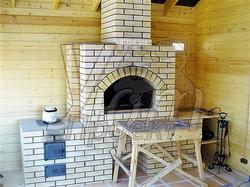 Печь барбекю на веранде