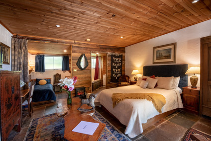 Wedding accommodation near Devonport with spa ensuite