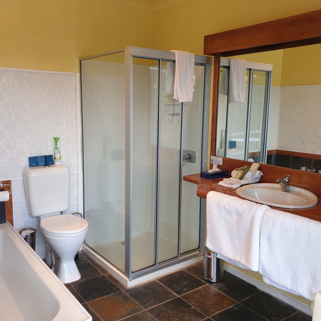 bathroom ensuite balcony