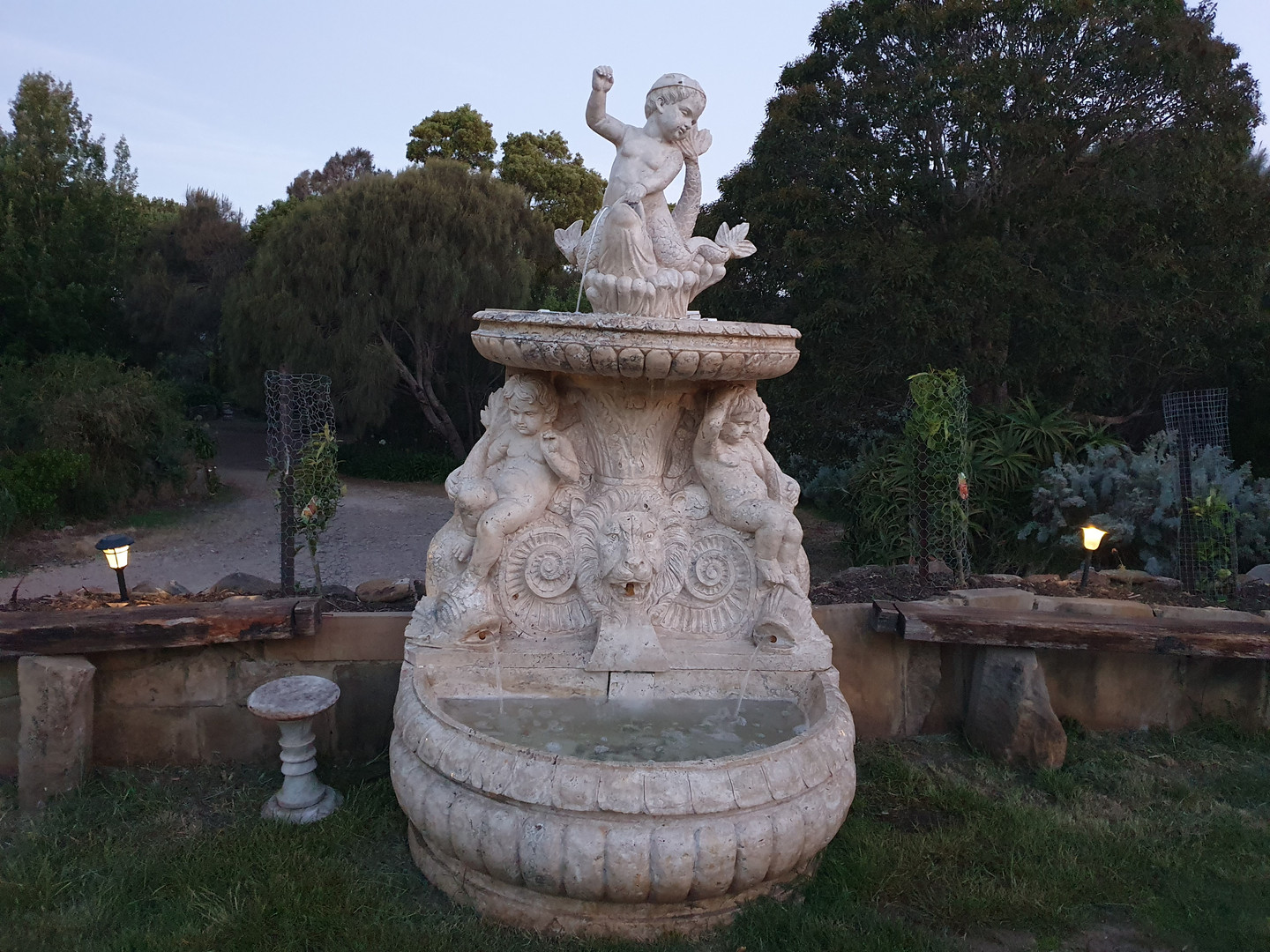 Marble fountain gardee n