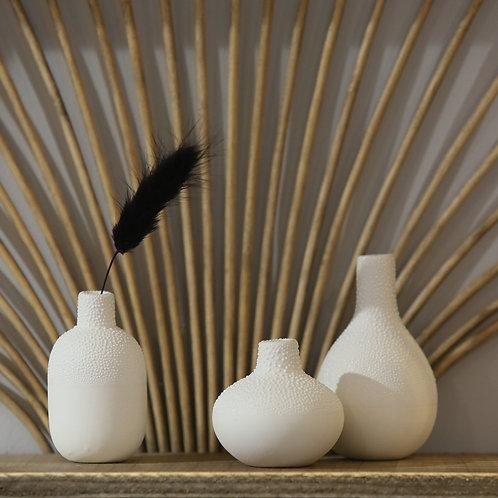 Trio de petits vases perlés
