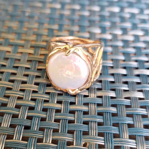 14k Gold Round Coin Pearl Wave Ring