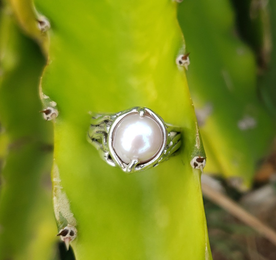 White Freshwater pearl ring.