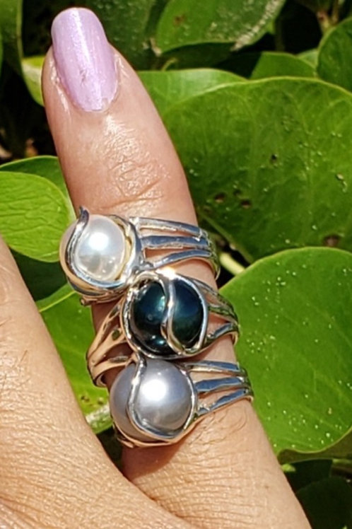 Lava Flow Line Pearl Ring