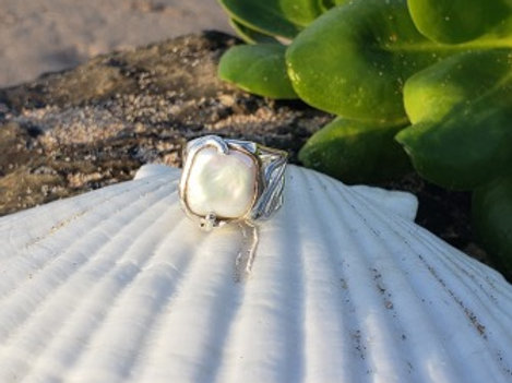 Square Coin Pearl Wave Ring
