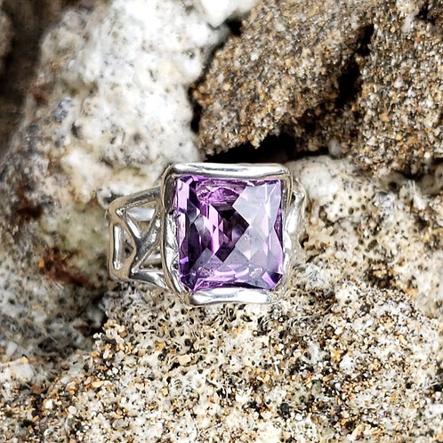Wave Up Rectangle Amethyst Ring
