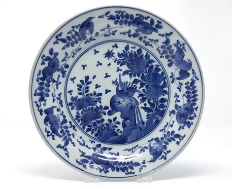 A fine 17thc Japanese Ai Kakiemon export dish decorated with ho-o birds, c1670