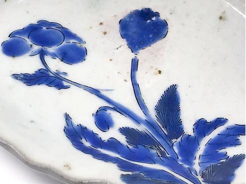 Kakiemon shell-shaped dish with poppy, Arita kiln, c1660