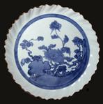 Arita Ai-Kutani pie-crust dish with flowering Peony, Chokichidani kiln, c1655