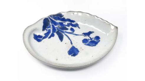 Kakiemon shell-shaped dish with poppy, Arita kiln, c166020-08-13 at 2.43.38 PM.png