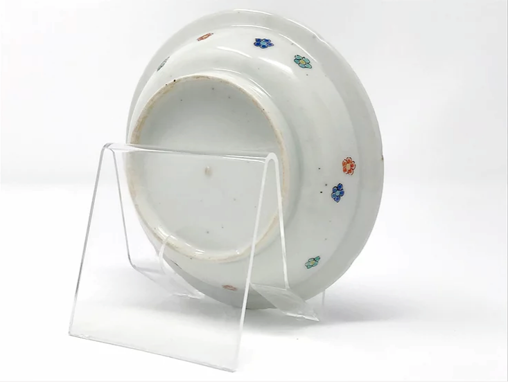 Kakiemon shallow bowl with hydrangea, Arita kiln, c1700