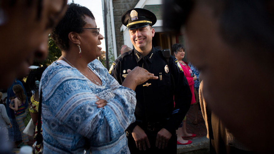 gettyimages-547067870-police-community-r