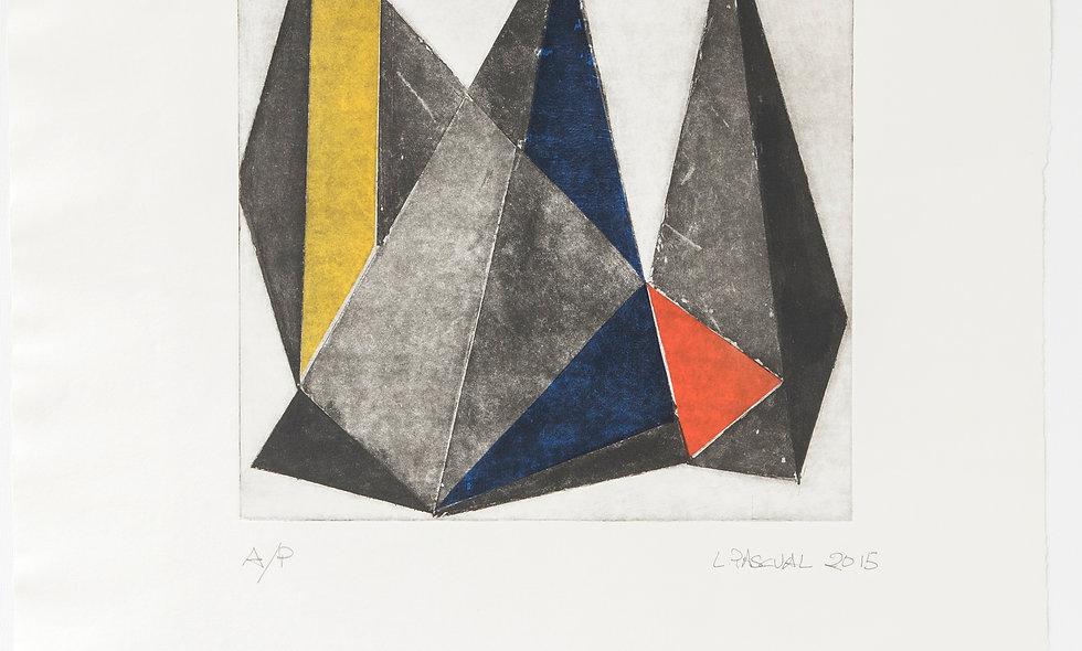 Composición triángulos con amarillo, azul y rojo