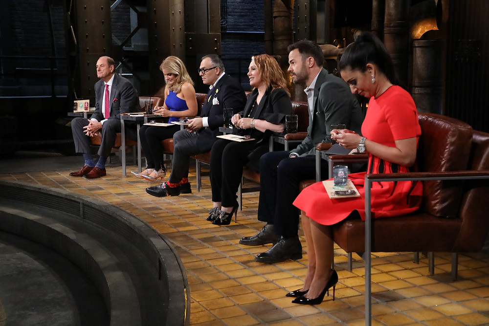 Bottle Cap Lure Company Pitches on the Dragons Den