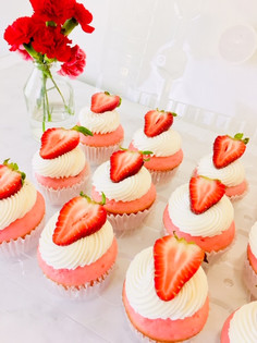 Strawberry Cheesecake Lovers Cupcakes.jp