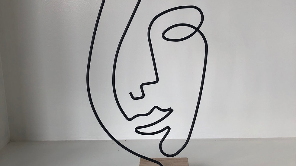 FULL ABSTRACT FACE STATUE