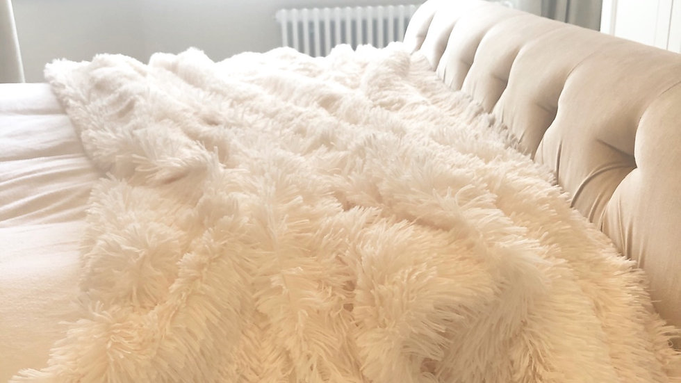 FLUFFY THROW OFF WHITE
