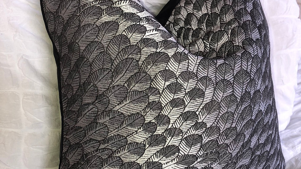 LUXURY DUCK FEATHER BLACK PATTERNED CUSHION