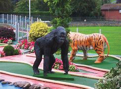 Puttering Around Miniature Golf Courses in the 'Burgh