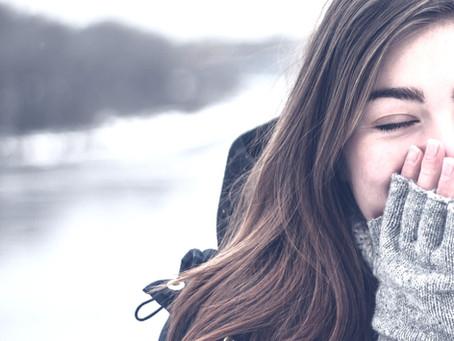 Flunssa iskee ja ääni häviää? Kaksi simppeliä vinkkiä selättää flunssa ja ensioireet