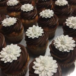 Chocolate & white cupcakes