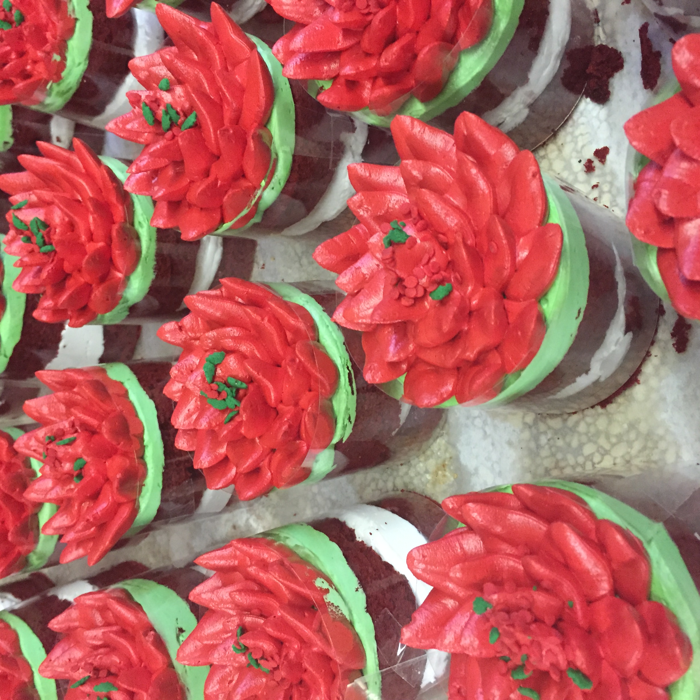Poinsettia mini-cakes