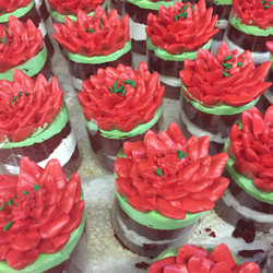 Poinsettia mini-cakes