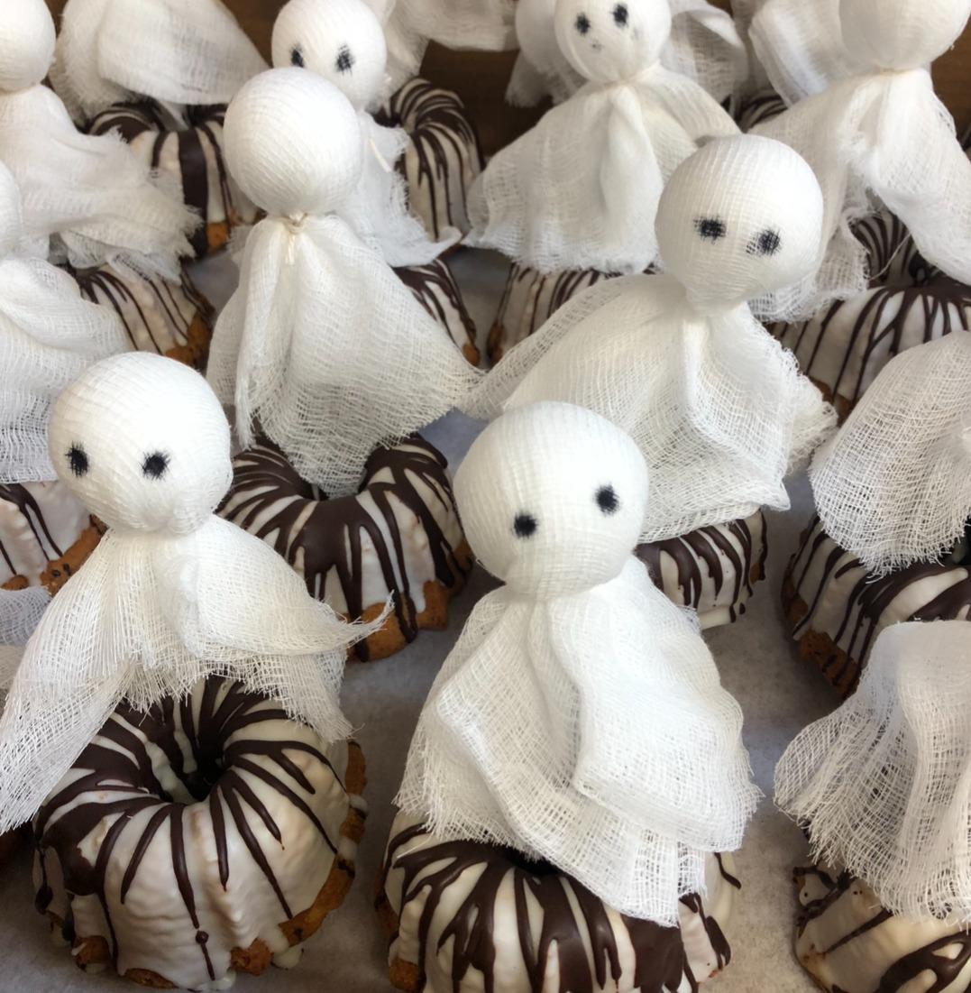 Ghost mini cakes