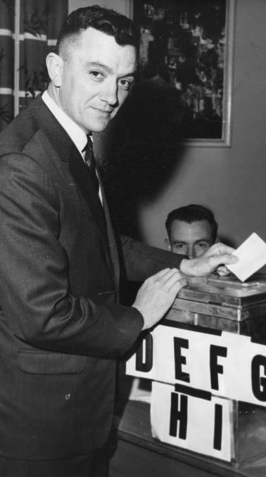 Wal Fife casting his vote